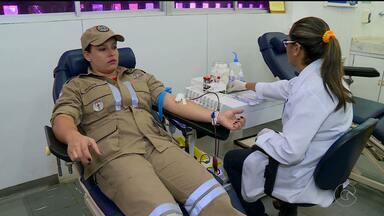 Hemope de Petrolina ganhou reforço para o estoque de sangue - Os bombeiros foram até o Hemope e doaram sangue.
