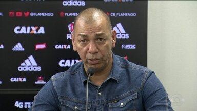 Flamengo apresenta Mozer como gerente de futebol e presidente elogia Zé Ricardo - Rubro-Negro enfrenta o Cruzeiro pelo Brasileirão.