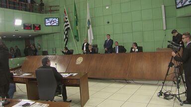 Vereadores de Cubatão aprovam criação de comissão processante contra a prefeita - Além da prefeita Marcia Rosa, a comissão é contra o vice Donizete Tavares. A prefeitura da cidade afirmou que não teve acesso ao teor das acusações e que isso seria uma questão política.