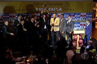 Premiação do NBB reúne melhores jogadores da temporada - Dentre os vencedores, Shamell levou o troféu na categoria Melhor Estrangeiro.
