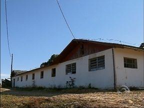 Escola agrícola suspende aulas por precariedade do prédio em Lagoa Vermelha, RS - Há duas semanas as aulas estão paradas por problemas na estrutura física