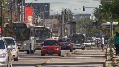 Grande Recife registra mais de 450 assaltos a ônibus de janeiro a maio - Um dos últimos assaltos foi registrado na noite de terça-feira (14).