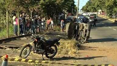 Motorista bêbado causou morte de padrasto e enteada, em Goiânia - Carro desgovernado passou pelo canteiro central e acertou os dois que estavam em uma moto.
