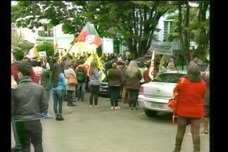 Protesto de alunos em Santa Rosa, RS - O ato público foi na frente da Coordenadoria Regional de Educação para chamar a atenção da comunidade sobre a situação da escola pública.