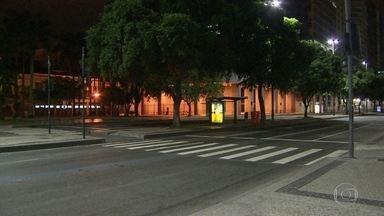 Roubos a pedestres cresceram 36% no Centro da cidade - O Centro da cidade está cada vez mais perigoso. Pela madrugada, a situação é ainda pior e os passageiros precisam ficar muito tempo nos pontos esperando os ônibus.