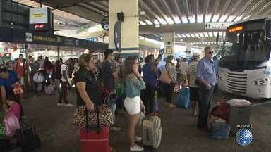 Estação rodoviária já tem movimento intenso por causa do São João - Para dar conta da demanda, 1700 linhas extras foram colocadas à disposição dos passageiros que vão curtir os festejos juninos no interior do estado.