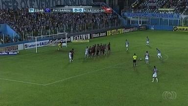 Com um jogador a menos, Atlético-GO segura empate com o Paysandu - Dragão perde Gilsinho, expulso no primeiro tempo, mas consegue empatar por 0 a 0 em Belém.