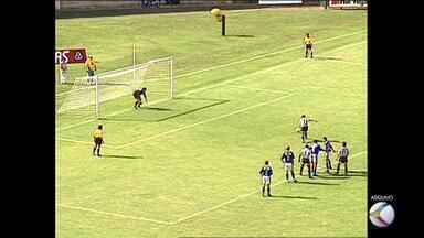 Relembre a goleada histórica do Tupi-MG por 8 a 1 no Avaí - Partida foi em 1997, válida pela Série C do Campeonato Brasileiro. Times voltam a se enfrentar neste sábado, às 21h, no Estádio Municipal Radialista Mário Helênio.