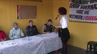 Moradores do Jardim Lindoia protestam contra ondas de assalto - A Polícia Militar e a Guarda Municipal foram chamadas para discutir o problema com os moradores. Eles cobram mais policiamento no bairro.