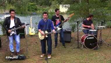 Assista mais uma apresentação da banda Surfistas de Trem - Assista mais uma apresentação da banda Surfistas de Trem