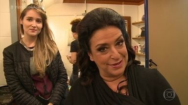 Grace Gianoukas mostra sua transformação em Teodora Abdala - Atriz leva cerca de uma hora e meia para fazer a maquiagem e o cabelo de sua personagem de 'Haja Coração'