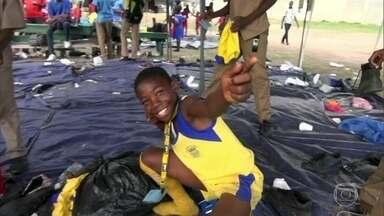 Crianças da Jamaica têm sonho de ser o novo Usain Bolt - Homem mais rápido de todos os tempos diz que os jamaicanos não suportam perder. Paixão e vontade de vencer começam cedo, nas escolas públicas.