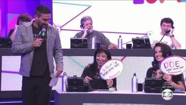 'Criança Esperança': André Marques visita o 'mesão' e mostra números da campanha - Você também pode participar do movimento