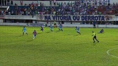 Itabaiana fica no empate com Uniclinic - Tremendão sai na frente, leva a virada, mas consegue empate nos minutos finais. Resultado deixa tricolor ainda fora da zona de classificação.
