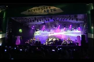 Pato Fu se apresenta em Uberaba e tem plano para versão gringa de show - 'Música de Brinquedo' já rodou o país, diz produtor e guitarrista John Ulhoa. Espetáculo com sons extraídos de brinquedos ocorreu sábado (2).