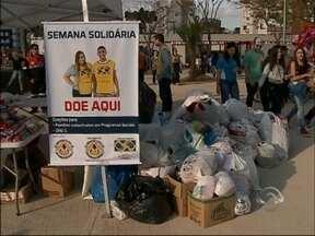 Semana Solidária arrecada grande quantidade de alimento e roupas em Passo Fundo, RS - Mais de duas toneladas de alimentos e 1.800 peças de roupas foram arrecadadas