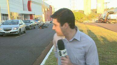 Reportagem da EPTV flagra acidente ao vivo em Ribeirão Preto, SP - Link noticiava morte de mulher que teve moto fechada por veículo em avenida.