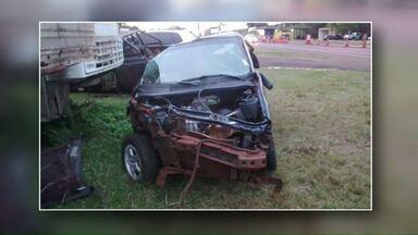 Duas pessoas morrem em acidente na BR-467 - O motorista que não tinha habilitação perdeu o controle quando tentava acessar a Rua Jacarezinho. Uma criança de 10 anos está internada em estado grave.
