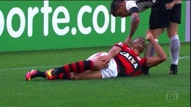 Flamengo perde Ederson e Rodinei por pelo menos três semanas - Lateral sofreu luxação no cotovelo, e meia teve uma contusão óssea no jogo contra o Corinthians.