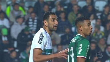 Defesa vira preocupação no Vasco e Rafael Marques deve ser apresentado - O zagueiro passa por exames médicos.