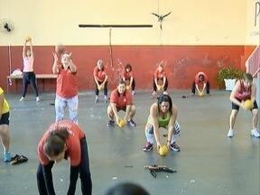 Exercícios funcionais trazem mais qualidade de vida para grupo - Moradores de Regente Feijó se uniram para se exercitar.