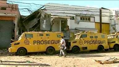 Bandidos armados invadem e destroem empresa de transporte de valores no interior de SP - Vinte homens participaram da ação. Foi uma hora de intenso tiroteio que assustou os moradores de Ribeirão Preto. Um policial rodoviário morreu.