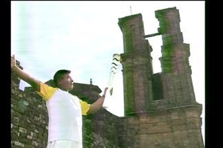 A emoção do índio guarani ao carregar a tocha - O pajé Floriano Romeo foi um dos condutores em Santo Ângelo, RS.