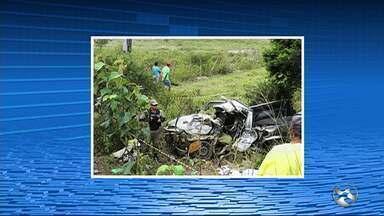 Agricultor morre após acidente entre carro e caminhão em Lajedo - Colisão aconteceu na PE-170; motorista do caminhão fugiu, segundo PM.