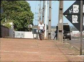 Ciclistas correm riscos no trânsito de Araguaína - Ciclistas correm riscos no trânsito de Araguaína