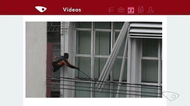 Dupla furta peças metálicas da fachada de banco no ES; vídeo - Banco disse que está colaborando com as investigações policiais. Polícia disse que ninguém foi preso.