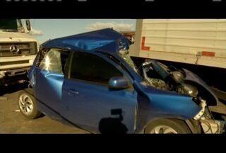 Vítimas de acidente na BR-381 em Valadares são liberadas - Veículos foram prensados, mas motoristas sofreram apenas ferimentos leves.