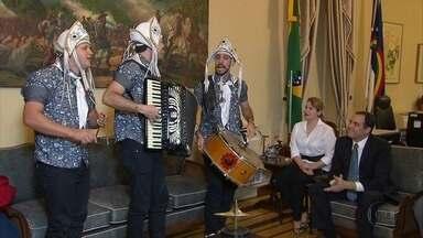 Banda Fulô de Mandacaru é recebida pelo governador - Músicos venceram o programa Super Star.