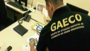 Polícia realiza operação para investigar crimes de agentes públicos e particulares, no ES - A operação vai investigar crimes de corrupção, peculato, associação criminosa, fraude à licitação e tráfico de influência.