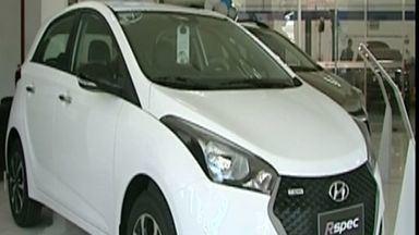 Venda de carros cai em Cachoeiro de Itapemirim, no Sul do ES - Revendas de automóveis modificam preço de veículos para atrair a atenção do consumidor.