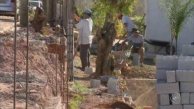 Um mês após tornado devastar Jarinu, moradores tentam reconstruir áreas afetadas - Equipe da TV TEM voltou a Jarinu (SP) para ver como está a reconstrução da cidade. No dia 6 de junho, fenômeno devastou o município.