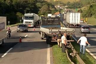 Policial militar é atropelado durante perseguição na rodovia Presidente Dutra - Caminhão havia sido roubado em Guarulhos.