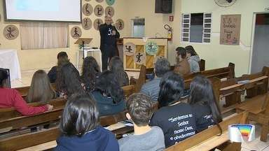 Igreja de Perdões auxilia jovens com orientação vocacional - Jornada de orientação vai até esta sexta=feira.