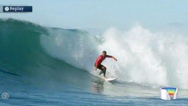 Surfistas da região disputam sexta etapa do mundial - Filipinho e Wygolly Dantas caíram na água nesta quinta.