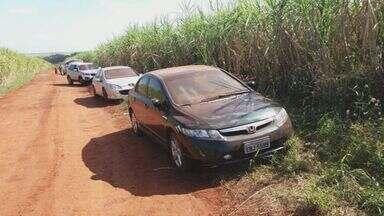 Blindados usados em mega-assalto são encontrados em canavial de SP - Pelo menos sete veículos foram achados na zona rural de Ribeirão Preto.