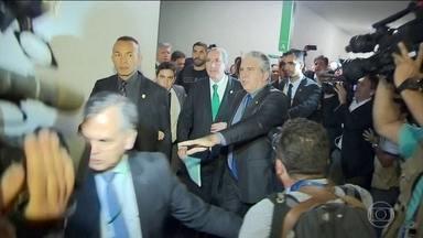 Presidência da Câmara dos Deputados é alvo de grande disputa política - O presidente em exercício da casa, Waldir Maranhão, do PP, exonerou o secretário-geral da mesa diretora depois que a eleição para o cargo foi antecipada para terça-feira.