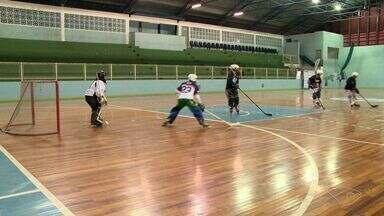 Conheça o hockey in line, esporte praticado no ES desconhecido pela população - Neste fim de semana está acontecendo uma disputa no Ginásio Tartarugão, em vila Velha.