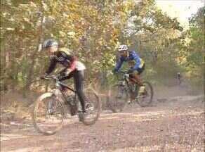 Ciclistas encaram percurso com obstáculos naturais no Desafio Trilha da Mata - Ciclistas encaram percurso com obstáculos naturais no Desafio Trilha da Mata