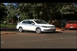 Número de assaltos preocupa taxistas em Uberaba - Categoria se organizou para combater esse tipo de crime.Aplicativo criado para a classe ajuda a inibir ação dos criminosos.