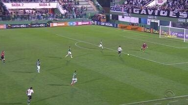 Chapecoense é derrotada em casa pelo Corinthians por 2x0 - Chapecoense é derrotada em casa pelo Corinthians por 2x0