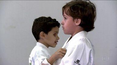 Alunos de instituto para cegos ganham inspirações através do espírito olímpico - No interior de São Paulo, os alunos ganham confiança para enfrentar o mundo com aulas de judô. Veja.