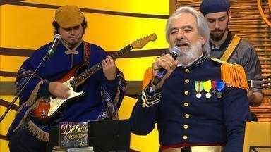 Délcio Tavares toca 'Ao Tranco' para a web - Assista ao vídeo.