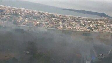 Incêndio na Serra do Tabuleiro é extinto após quase 26 horas - Incêndio na Serra do Tabuleiro é extinto após quase 26 horas