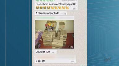 Grupo que saqueou caminhão de café tenta vender carga pelo WhatsApp - Carga avaliada em R$ 400 mil foi furtada após veículo tombar em Miguelópolis.
