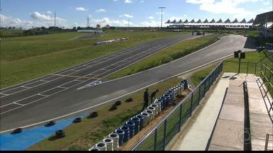 Kartódromo Paladino faz ajustes na pista para o Brasileiro de kart - A segunda-feira foi para os mecânicos afinarem os carros e também para a simulação de atendimento médico aos pilotos.