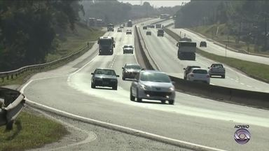 PRF aplica 1.092 multas após nova lei do farol em rodovias federais de SC - PRF aplica 1.092 multas após nova lei do farol em rodovias federais de SC